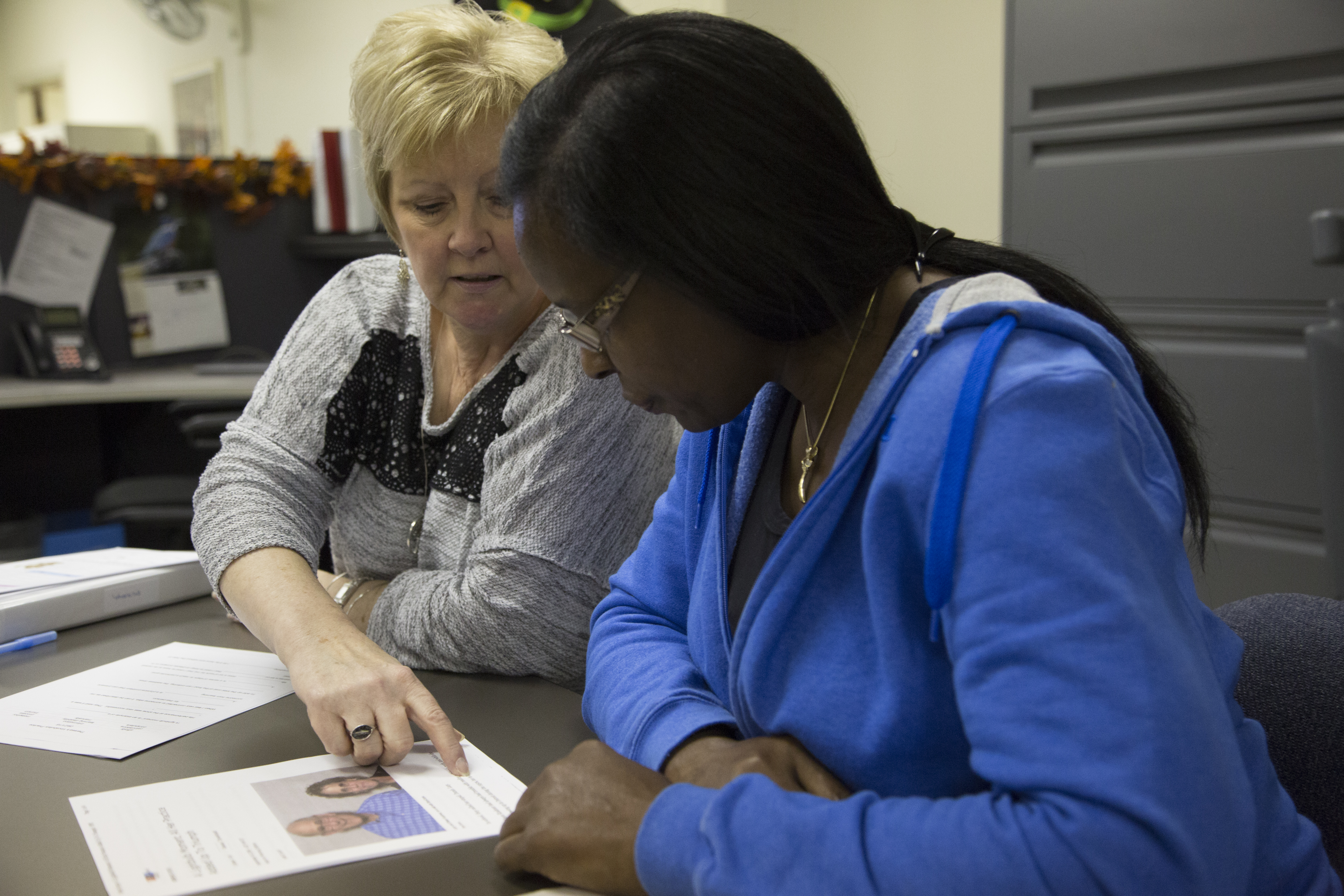 Marsha Tait, executive director of LiteracyCNY, helps Theresa Holden, 52, with a challenging word during the pair's weekly tutoring session. | Shweta Gulati, Staff Photo